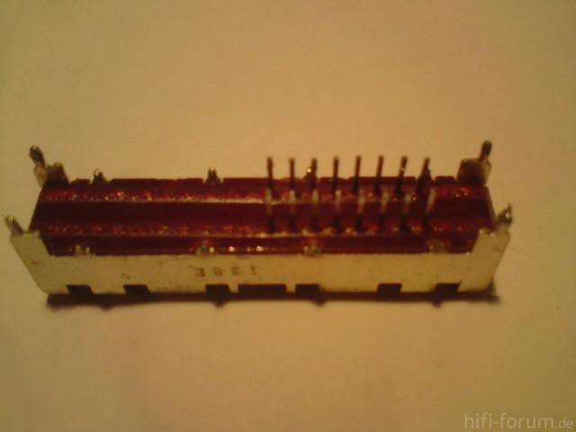 SU-VX-700 - Schalter von unten, die kleinen Krallen bereits aufgebogen