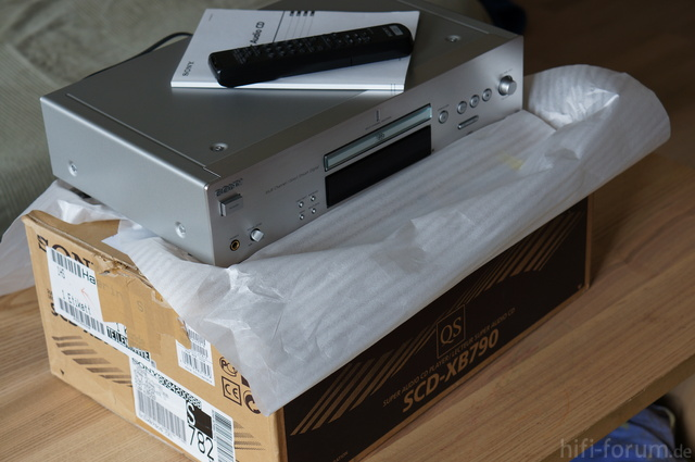 SCD-XB790QS Paket