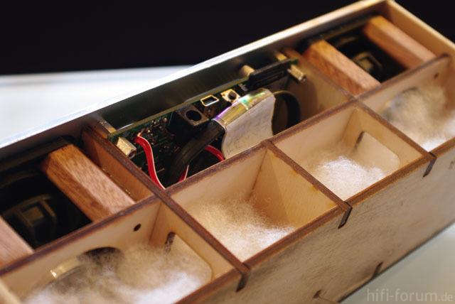 Mobile Audioplayer Rohgehäuse mit Akustikwolle