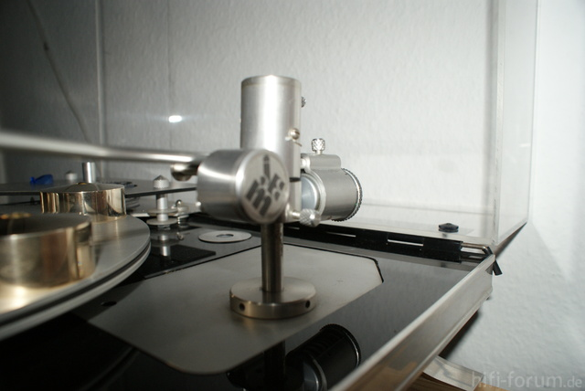 J. A. Michell Fluid Damped Uni-Pivot Tonearm Und Ortofon 2M Blue