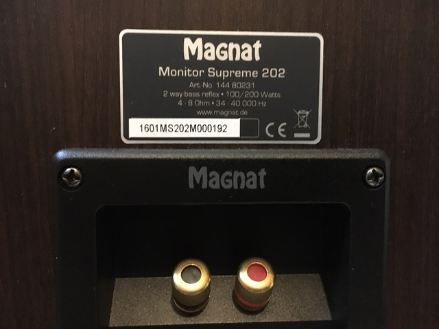 magnat monitor supreme 202 regallautsprecher mocca 1. Black Bedroom Furniture Sets. Home Design Ideas