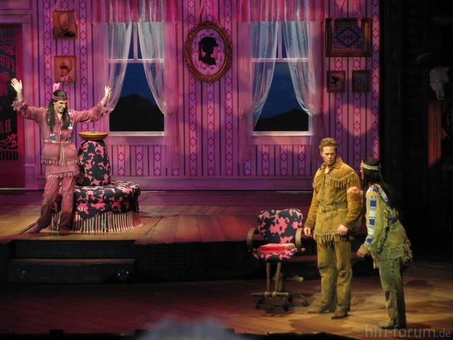 Puderrosa, Geklaut Aus: Http://www.google.de/imgres?q=puderrosa+ranch&um=1&hl=de&biw=1280&bih=622&tbm=isch&tbnid=5nFecY371IrgcM:&imgrefurl=http://wemaflo.net/2009/05/schuh-des-manitu-tag-der-offenen-tuer-theater-des-westens-berlin/&docid=4SjNATaAdK1vBM&im