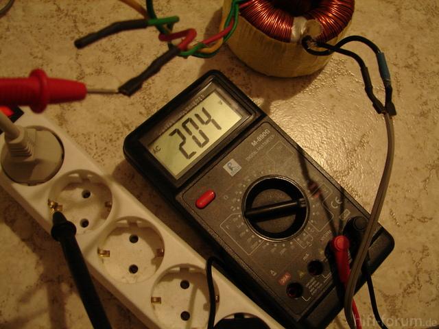 Sekundär -> Nulleiter 200V