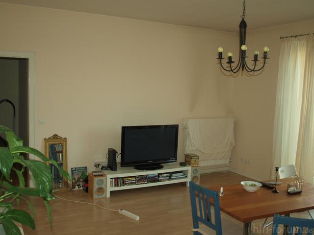 Wohnzimmer - Da Wo Der Tisch Steht Ist Nun Ein 3er Sofa Mitten Im Raum
