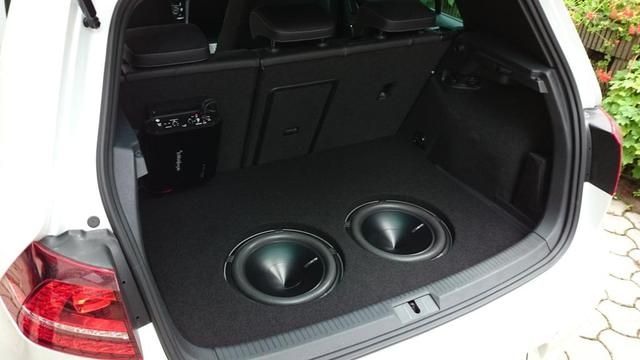 reserverad subwoofer golf 7 car hifi subwoofer geh use. Black Bedroom Furniture Sets. Home Design Ideas