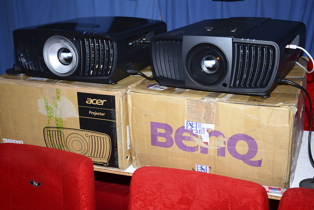 Acer V9800 vs. BenQ W11000 - Foto Michael B. Rehders