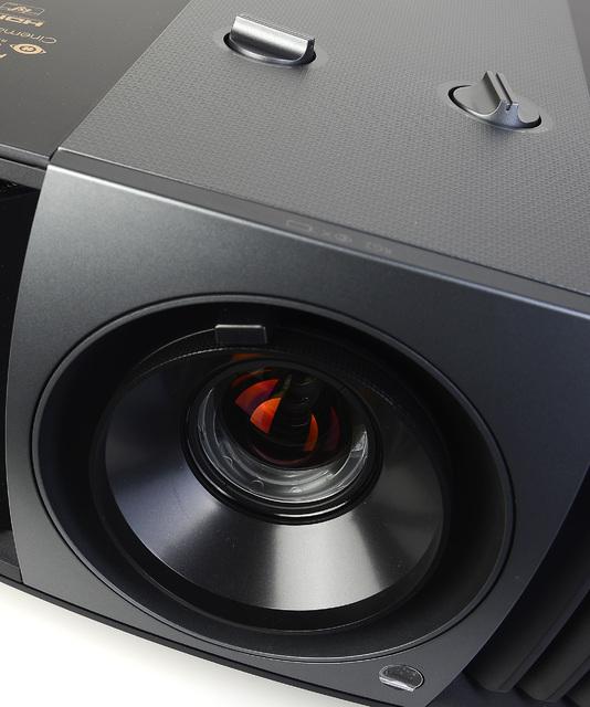 BenQ W11000 - Lens-Shift, Zoom, Fokus - Foto Michael B. Rehders