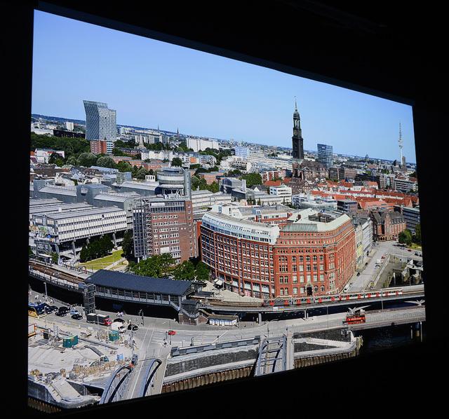 BenQ W11000 - Screenshot - Hamburg - 4K-Auflösung Ausschnitt - Foto Michael B. Rehders