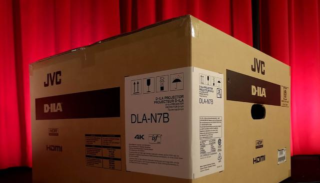 JVC DLA-N7 - Original im Karton - Foto Michael B. Rehders
