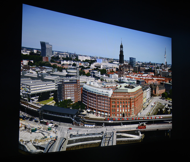 Optoma HD27 - Screenshot Hamburg Panorama - Foto Michael B. Rehders