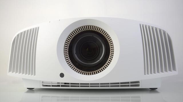 Sony VPL-VW520 - Front - Foto Michael B. Rehders_MBR2641