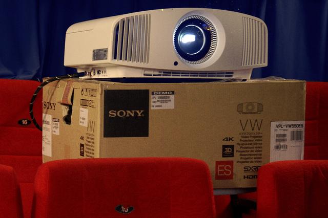 Sony VPL-VW550 im Heimkino - Foto Michael B. Rehders
