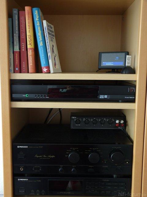 Technotrend S845 mit Kontrollmonitor und USB-Dock