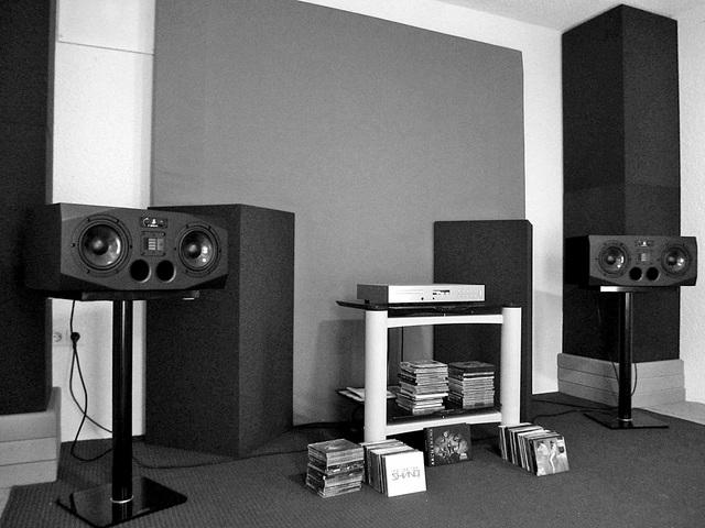 Audiolab 8200CDQ -- Adam A77X