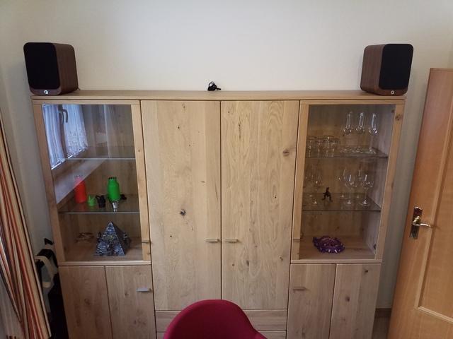 Q Acoustic 3020i Auf Schrank