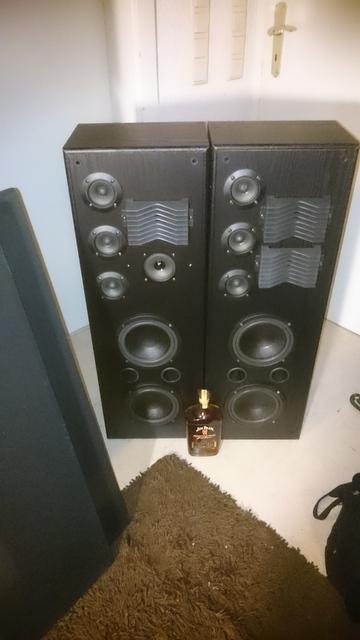 Unbekannte Lautsprecher