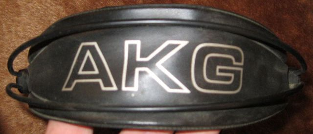 KH-AKG