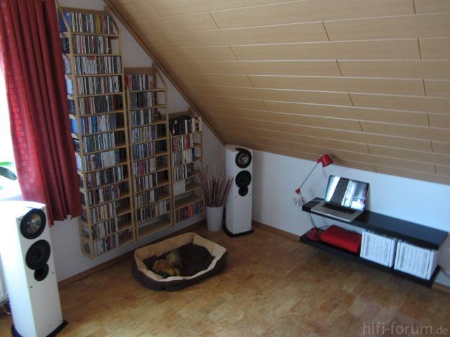ls in der ecke unter dachschr ge spielt dominanter. Black Bedroom Furniture Sets. Home Design Ideas