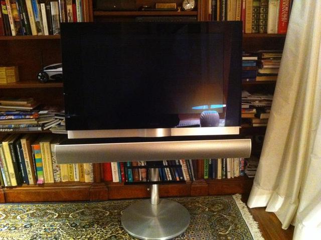 biete b o beovision 7 motorstandfuss soundbar tv projektion hifi forum. Black Bedroom Furniture Sets. Home Design Ideas