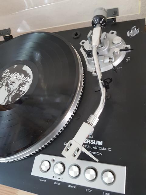 Universum F2095