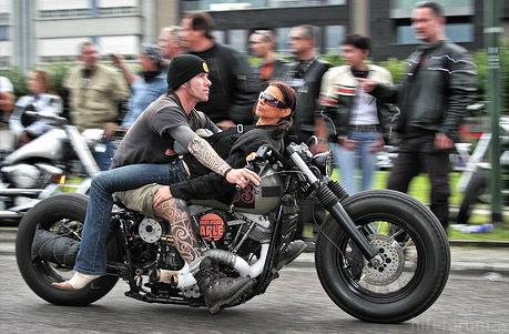Motorrad Hodenbrecher 1