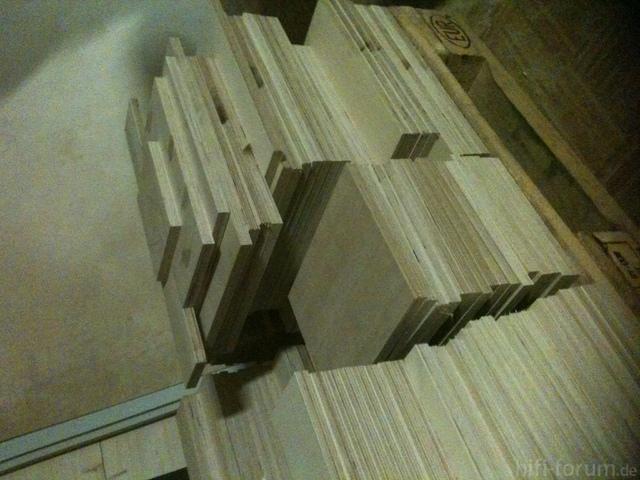 Holz Auf Palette Gestapelt.