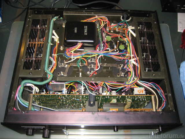 Hitachi HMA-8300 Power Amplifier Bottom View