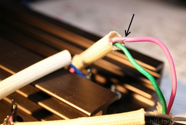 Reparatur Des Hitachi HMA-8300 - Schnitt Im Kabel Zum Leistungstransistor