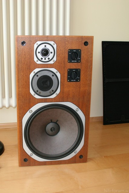 Yamaha NS 690 Front Picture 01