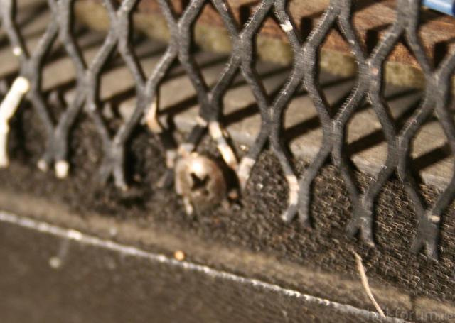 Dahlquist DQ10a - Gitter, Verschraubung