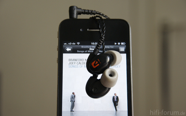 Westone 4 Mit IPhone 4 (2)