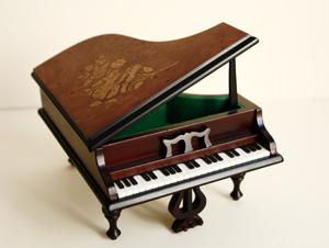 Klavier%20Handarbeit%20300%20Pixel 4046