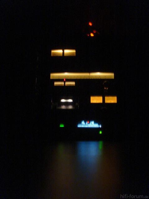 Technics-Turm im Dunkeln