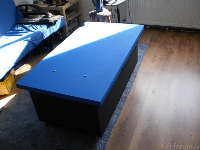 Tischlein Mit Blauer Wandfarbe Noch Ohne Klarlack