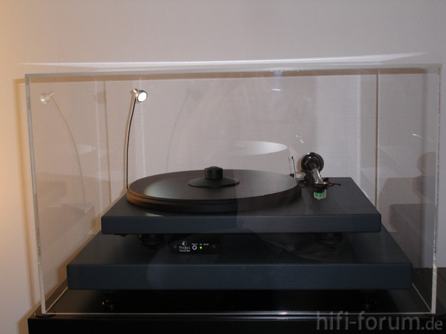 Pro-Ject 2 Xpression Mit Absorberbase & Acryldeckel - Frontansicht