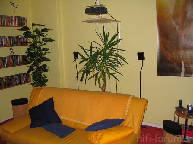 Bildwerfer, Rückraumklangproduzenten Und HiFi-Kino-Sofa