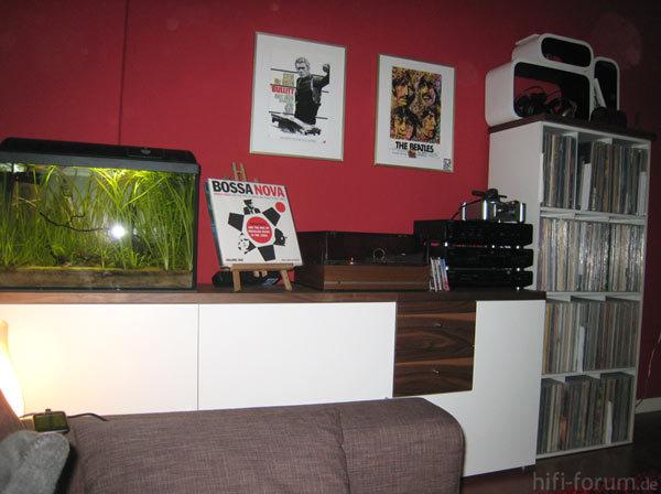 Plattenregal, Stereo-Anlage, Kopfhörer, Plattenspieler