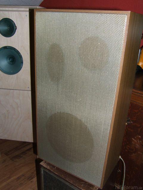 Unbekannter Lautsprecher Von Vorne