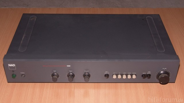 NAD Monitor Series 1000 Preamp
