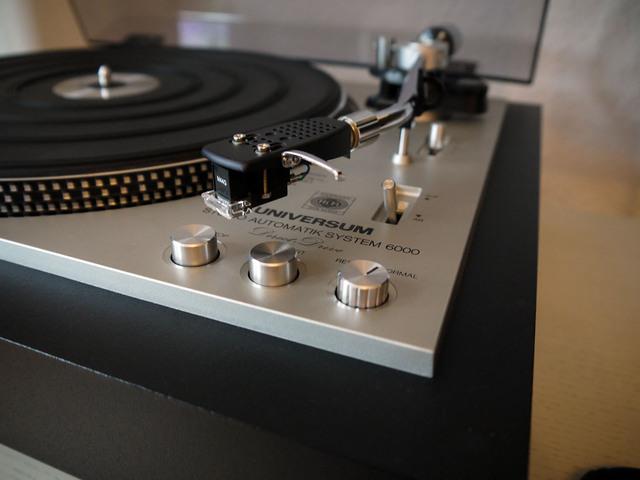 Universum Studio 6000