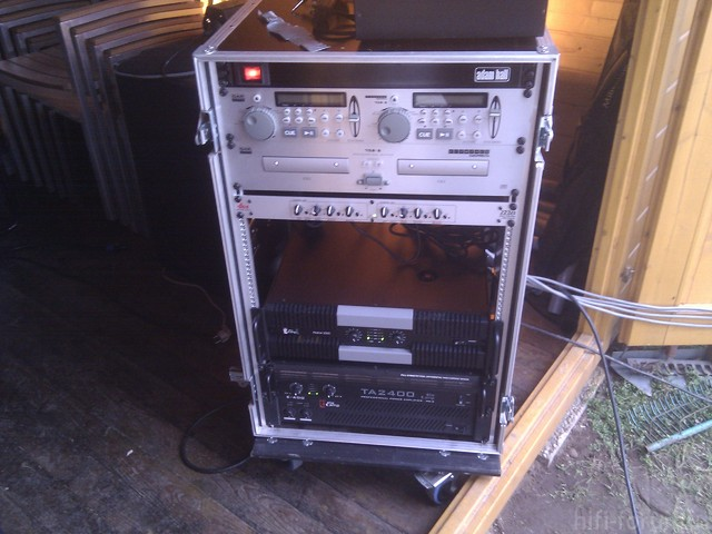Adam Hall Racksteckdosenleiste; DAP-Audio Doppel-CD-Player; Frequenzweiche; The T.amp E 400; The T.amp TA 2400; The T.amp Proline 3000