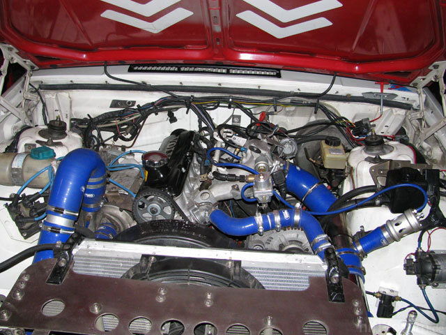 Red - Motorraum 2010