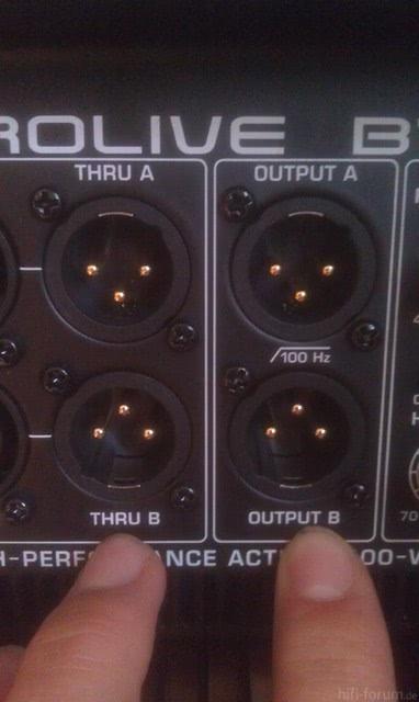 Output Behringer 1800 D Pro