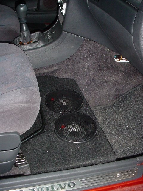 audi 80 frontsystem mit bandpass im kofferraum car hifi. Black Bedroom Furniture Sets. Home Design Ideas