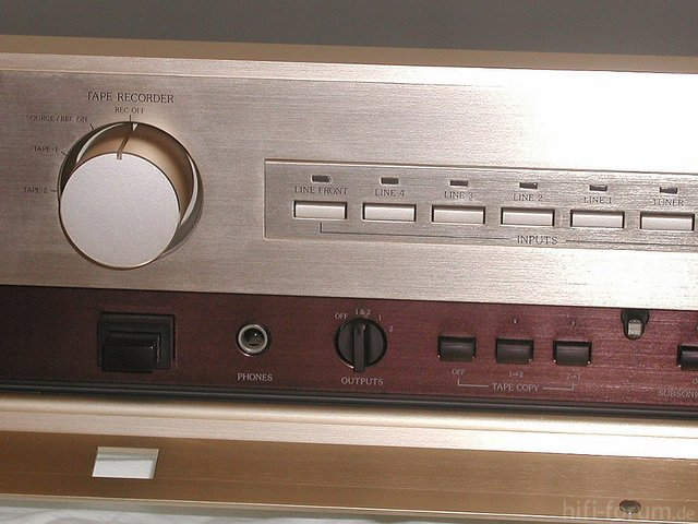 Accuphase C-202 Front Detail links