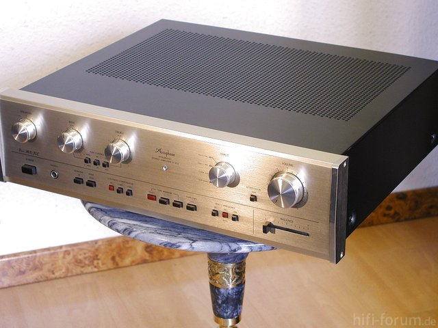 Accuphase E-203