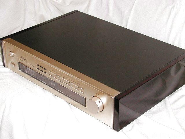 Accuphase T-108