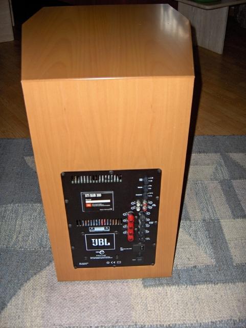 Resized 07 JBL Xti Sub 300