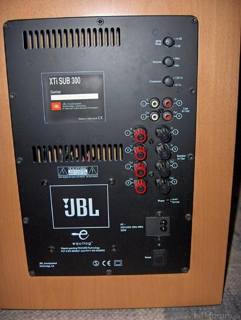 Resized 08 JBL Xti Sub 300