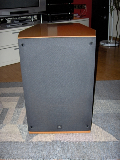 Resized 11 JBL Xti Sub 300